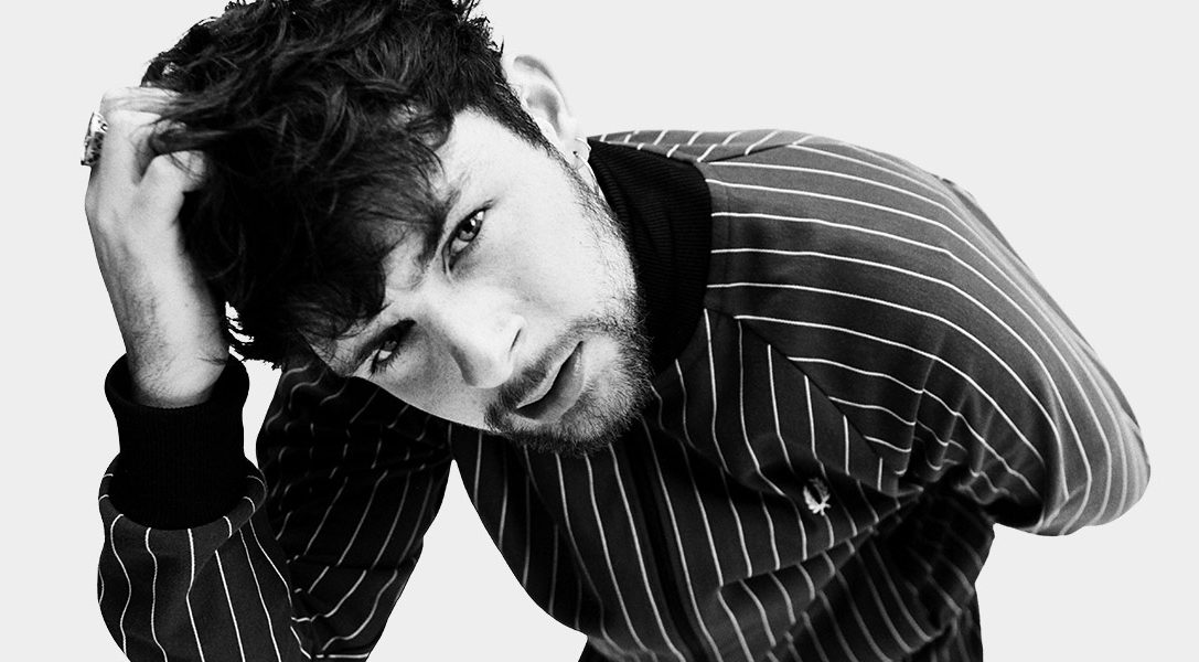 PS VR invites you to witness acclaimed UK music artist Tom Grennan perform at an intimate gig like no other